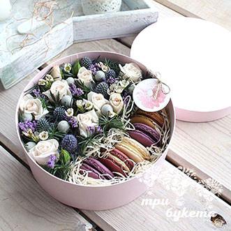 Макаруны с цветами на Новый год